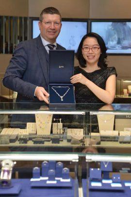 Gordon Dewar, Chief Executive, Edinburgh Airport and Kathy Xin Luo, Chinese Business Development Manager, Laing Edinburgh